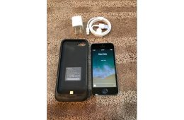iPhone 5S PRISTINE Factory Unlocked 16GB With Mophie Juice Pack CLEAN