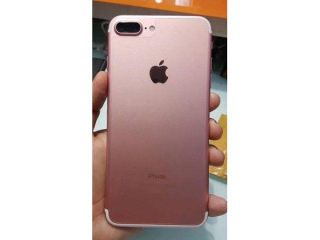 For Sale - iPhone 7 Plus. 32GGB SPRINT/ Boost Mobile Like New Condition FREE CASE