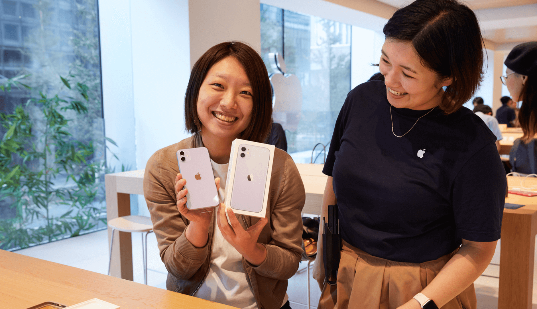 The first pictures have arrived iPhone 11, 11 Pro, Apple Watch Series 5 sales