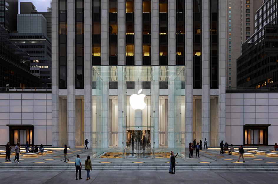 Apple's Iconic 5. Avenue Store is Back and Bigger than Ever